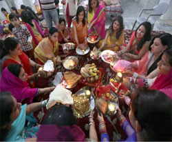 Different rituals are performed by women during Karva Chauth 2015.
